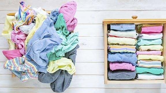 ordena ropa como marie kondo ¿Qué cosas productivas puedes hacer durante la cuarentena?
